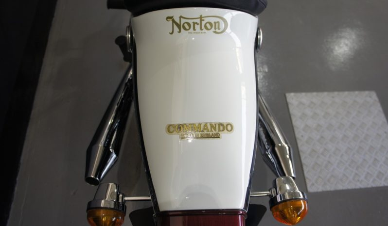 NORTON COMMANDO 850 Electric Start Fastback completo